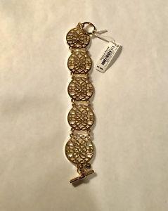 【送料無料】ブレスレット アクセサリ― ベラブラッドリーゴールドトーンシグネチャーブレスレットnwt vera bradley gold tone signature bracelet very pretty