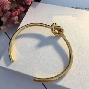 【送料無料】ブレスレット アクセサリ― ゴールドブレスレットボウタイメタルシンプルgold bracelet open adjustable bow tie metal simple gold plated trz