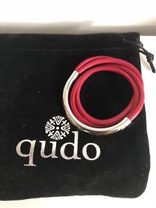 【送料無料】ブレスレット アクセサリ― トリポリレザーラップブレスレットqudo doppio tripoli leather wrap bracelet, deep red