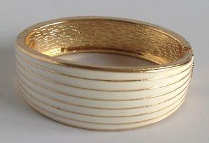【送料無料】ブレスレット アクセサリ― ビンテージブレスレットホワイトエナメルゴールドアールデコレリーフrigid vintage bracelet white enamel gold coloured deco relief a20