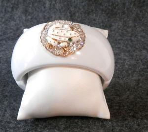 【送料無料】ブレスレット アクセサリ― ホワイトエナメルラインストーンクリアカエルクランプブレスレットrunway worthy white enamel and clear rhinestone frog clamp bracelet