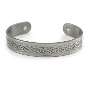 【送料無料】ブレスレット アクセサリ― セルティックパターンカフブレスレットマグネットmen women celtic pattern copper magnetic cuff bracelet with two magnets in pewte