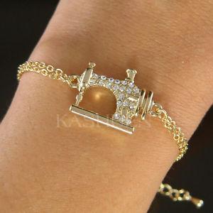 【送料無料】ブレスレット アクセサリ― スワロフスキークリスタルゴールドトーンブレスレットビンテージルックミシンvintage look sewing machine made with swarovski crystal gold tone charm bracelet