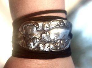 【送料無料】ブレスレット アクセサリ― ラップカフスブレスレットボヘミアンカウボーイooakantique silver cord tie wrap cuff bracelet floral boho cowboy rustic runway ooak