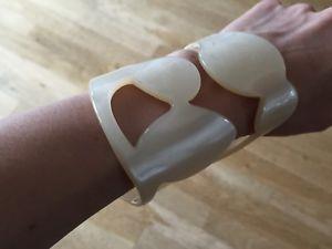 【送料無料】ブレスレット アクセサリ― ポリーニプレキシガラスカフブレスレットホワイトpollini binglaba cutout plexiglass cuff bracelet bracciale white