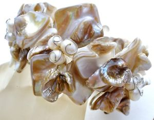 【送料無料】ブレスレット アクセサリ― ワイドアワビシェルパールカフブレスレットハンドメイドwide abalone shell amp; pearl cuff flower bracelet flexible hand made substantial