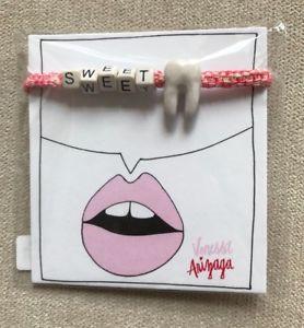 【送料無料】ブレスレット アクセサリ― ピンクセラミックブレスレット venessa arizaga pink and white sweet tooth ceramic charm bracelet va282047