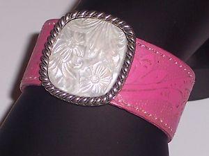 【送料無料】ブレスレット アクセサリ― パールステーションホットピンクレザーストラップスターリングシルバーカフブレスレットpearl station hot pink leather strap sterling silver cuff bracelet floral design