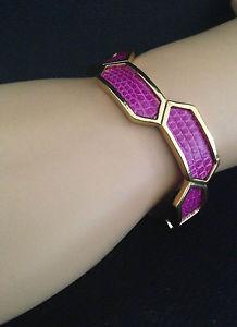 【送料無料】ブレスレット アクセサリ― ロスクラシックカフブレスレットツツジリザードkara by kara ross classic hexagon cuff bracelet azalea lizard