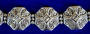 【送料無料】ブレスレット アクセサリ― ブライトンシルバーメダリオンクロスクリスタルブレスレットbrighton highclere nwt silver medallion cross crystal filigree bracelet