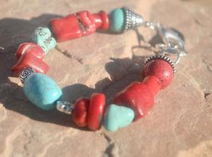 【送料無料】ブレスレット アクセサリ― ホーンバリトルコブレスレットステートメントblue turquoise bracelet nautical genuine coral charm horn bali beads statement