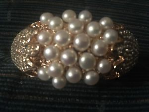 【送料無料】ブレスレット アクセサリ― ゴールドトーンパールヒンジブレスレットブリングgold tone crystals and pearl hinged bracelet stunning bling