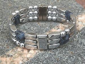 【送料無料】ブレスレット アクセサリ― メンズウィメンズシルバーヘマタイトジュエリーブレスレットmens womens silver magnetic hematite jewelry bracelet anklet w sodalite 3 row