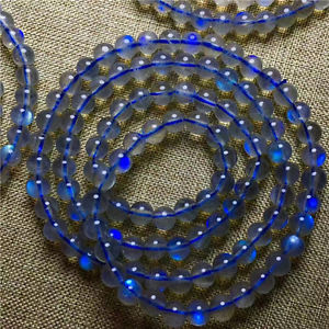 【送料無料】ブレスレット アクセサリ― ムーンストーンビードブレスレット3rows genuine natural moonstone blue light gemstone beads bracelet aaa 55mm