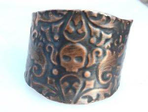 【送料無料】ブレスレット アクセサリ― カフブレスレットエンボスゴシックサイケデリックライダーskull rustic copper cuff bracelet embossed gothic steampunk psychedelic biker