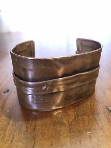 【送料無料】ブレスレット アクセサリ― カフブレスレットソリッドartisanal cuff bracelet 15 folded metal hammered solid handmade boho art ooak