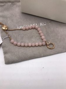 【送料無料】ブレスレット アクセサリ― ドルロゴピンクスライダブレスレット85 michael kors pave logo amp; pink stone slider bracelet mjk33