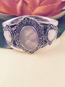 【送料無料】ブレスレット アクセサリ― パールスターリングシルバーカフブレスレットヒーリングwhite mother of pearl sterling silver cuff bracelet healing protection calm