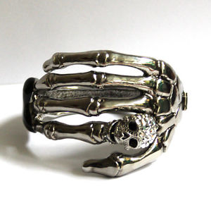 【送料無料】ブレスレット アクセサリ― バトラーウィルソンシルバークリスタルブレスレットトーンスケルトンbutler and wilson silver tone single skeleton hand with crystal bracelet