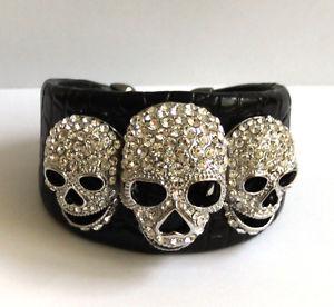 【送料無料】ブレスレット アクセサリ― バトラーウィルソンクリアクリスタルスカルレザーカフブレスレットbutler and wilson clear crystal three skull leather cuff bracelet