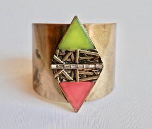 【送料無料】ブレスレット アクセサリ― カフブレスレットデザイナージュエリーデザインプラスチックkensie brass cuff bracelet designer jewelry brutalist design plastic statement