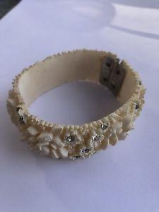 【送料無料】ブレスレット アクセサリ― カフブレスレットcarved flower cuff bracelet with rhinestones