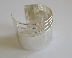 【送料無料】ブレスレット アクセサリ― スターリングブロンズカフブレスレットwide handhammered sterling silver plated over bronze polished cuff bracelet