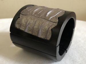 【送料無料】ブレスレット アクセサリ― プレストレッチカフクロコダイルブレスレットシルバーpreowned stretch cuff wood crocodile bracelet, silver