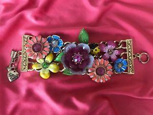 【送料無料】ブレスレット アクセサリ― ベッツィージョンソンヴィンテージテントウムシブレスレットbetsey johnson vintage secret garden ladybug bright colorful flower bracelet