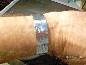 【送料無料】ブレスレット アクセサリ― ソリッドカフブレスレット68 solid 999 pure silver hammered cuff bracelet hand made 197g