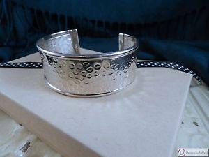 【送料無料】ブレスレット アクセサリ― カフブレスレットスターリングシルバーエッジcuff bracelet ~ hammered sterling silver with polished edge