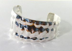 【送料無料】ブレスレット アクセサリ― エンボスチェーンデザインスターリングシルバーカフブレスレット925 sterling silver cuff bracelet with embossed chain mail design