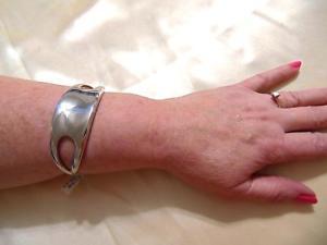【送料無料】ブレスレット アクセサリ― メイシーズスターリングシルバークロスサイドカフブレスレットドルmacys 7 nambe sterling silver cross side cuff bracelet d414 350