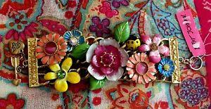 【送料無料】ブレスレット アクセサリ― ジョンソンガーデンパーティーマルチフラワーワイドトグルブレスレットnwt betsey johnson garden party multi flower ladybug wide toggle bracelet