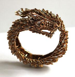 【送料無料】ブレスレット アクセサリ― バトラーウィルソンクリスタルゴールドドラゴンラップメタルブレスレットbutler amp; wilson crystal gold chinese dragon wrapped rigid bracelet