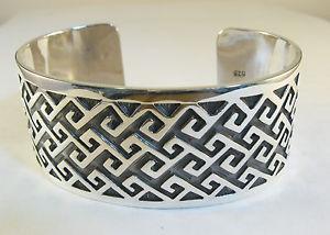 【送料無料】ブレスレット アクセサリ― スターリングシルバーカフブレスレットセルティックノットデザインワイド925 sterling silver cuff bracelet celtic knot design 1 18 wide