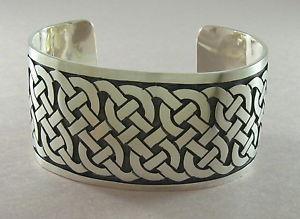 【送料無料】ブレスレット アクセサリ― スターリングシルバーカフブレスレットセルティックノットデザインマットワイド925 sterling silver cuff bracelet celtic knot design matte finish 1 12 wide
