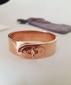 送料無料 ブレスレット アクセサリ― ベイズウォーターローズゴールドブレスレットカフミディアム¥ mulberry bayswater rose gold metal bracelet cuff medium 275