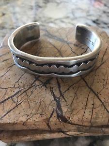 【送料無料】ブレスレット アクセサリ― スターリングシルバーカフブレスレットナバホ stirling silver cuff bracelet made by the navajo