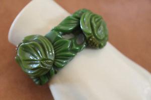【送料無料】ブレスレット アクセサリ― 2 shades of green bakelite 2screw attacted flower clapperbracelet 1×62 shades of green bakelite 2 screw attacted flower cl