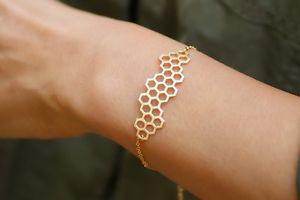 【送料無料】ブレスレット アクセサリ― ゴールドメッキハニカムブレスレット18k gold plated honeycomb beehive bumblebee hexagonal bracelet in gift bagbox