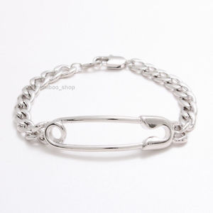 【送料無料】ブレスレット アクセサリ― カーブチェーンブレスレットセーフティピンshiny polished large sidways safety pin with curved chain statement bracelet