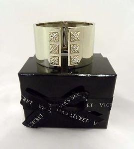 【送料無料】ブレスレット アクセサリ― ビクトリアスキャンダラスゴールドトーンカフブレスレット listing limited edition victorias secret scandalous gold tone cuff bracelet nib