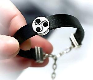 【送料無料】ブレスレット アクセサリ― ログアウトページジュエリーブレスレットシンボルカフフェチsubmissive dominant bdsm jewelry bracelet triskele symbol triskelion cuff fetish