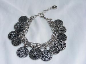 【送料無料】ブレスレット アクセサリ― gorgeoussilvertone1charm 759ブレスレットq13gorgeous silvertone premier designs 3strand charm 759 bracelet q1