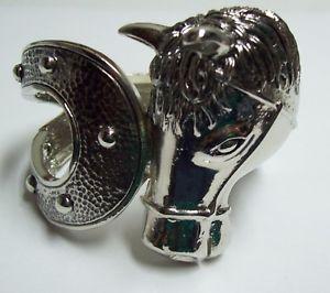 【送料無料】ブレスレット アクセサリ― シルバークランパブレスレットchunky silver tone horse clamper bracelet
