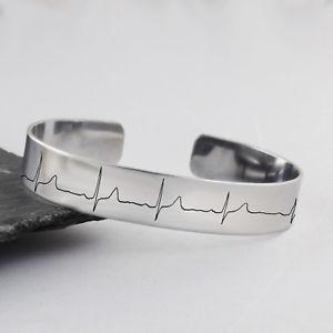 【送料無料】ブレスレット アクセサリ― ハートビートカフブレスレットステンレススチールハートビートekg heartbeat cuff bracelet stainless steel actual engraved ekg heart beat