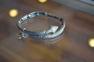 【送料無料】ブレスレット アクセサリ― アレックスラファエリアンシルバースネークメタルラップブレスレットauthentic alex and ani rafaelian silver snake wrap metal bracelet