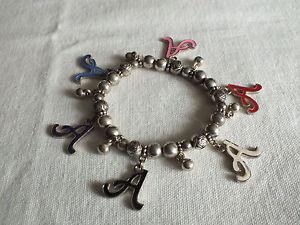 【送料無料】ブレスレット アクセサリ― ストレッチブレスレットシルバーエナメルワイドプラスbeautiful stretch bracelet silver tone charms a enamel 14 wide plus charms