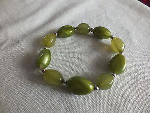 【送料無料】ブレスレット アクセサリ― ストレッチブレスレットシルバートーングリーンプラスチックビーズワイドcollectible stretch bracelet silver tone green marbled plastic beads 12 wide